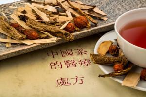 Zutaten für einen Tee in der traditionellen chinesischen Medizin. Heilung von Krankheiten durch alternative Methoden.